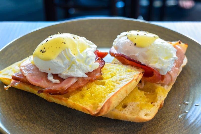Άποψη του αυγού Benedict με το ζαμπόν στοκ φωτογραφία με δικαίωμα ελεύθερης χρήσης
