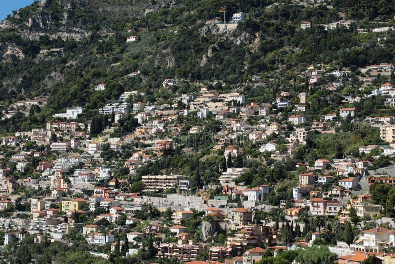 Άποψη του βουνού με την πόλη στοκ εικόνες