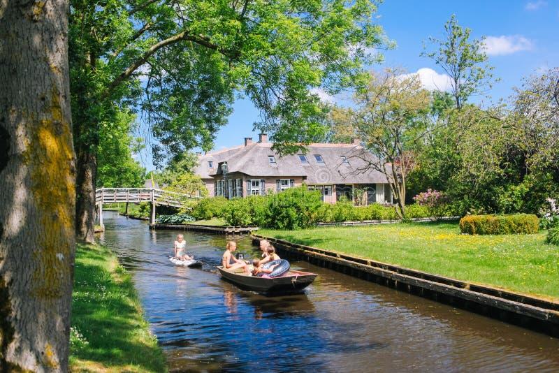 """Άποψη του διάσημου χωριού Giethoorn με τα κανάλια στην επαρχία """"Overijssel στοκ φωτογραφία με δικαίωμα ελεύθερης χρήσης"""