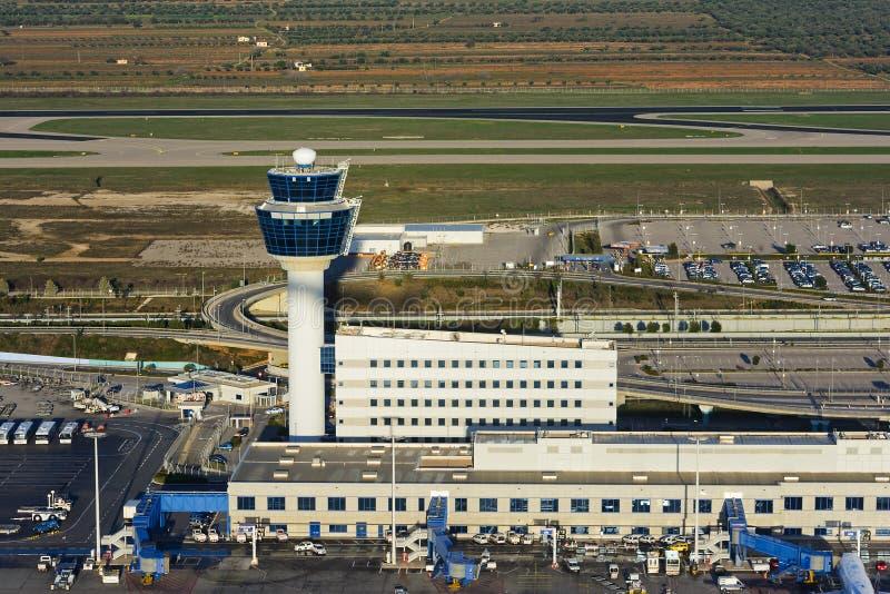 Άποψη του διεθνούς αερολιμένα Ελευθέριος Βενιζέλος της Αθήνας από ένα ανερχόμενος αεροπλάνο στοκ εικόνες
