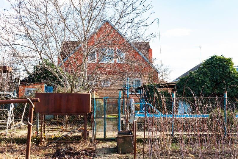 Άποψη του εξοχικού σπιτιού από το κατώφλι το χειμώνα στοκ φωτογραφία με δικαίωμα ελεύθερης χρήσης