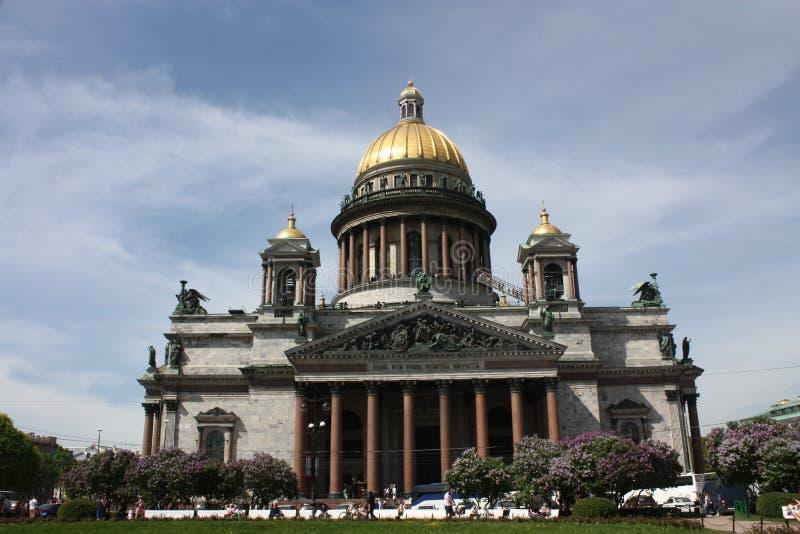 Άποψη του θόλου του καθεδρικού ναού του ST Isaac στην Πετρούπολη στοκ εικόνες