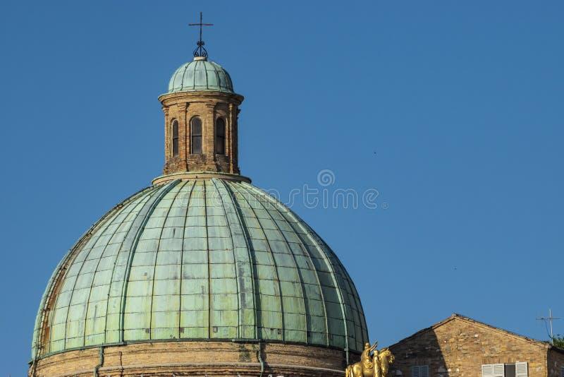 Άποψη του θόλου των SS Εκκλησία της Πελεγρίνης ε Τερέζα στοκ φωτογραφίες