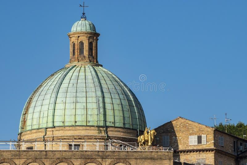 Άποψη του θόλου των SS Εκκλησία της Πελεγρίνης ε Τερέζα στοκ εικόνες