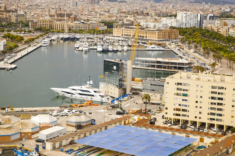 Άποψη του λιμανιού με τα γιοτ στη Βαρκελώνη στοκ εικόνες