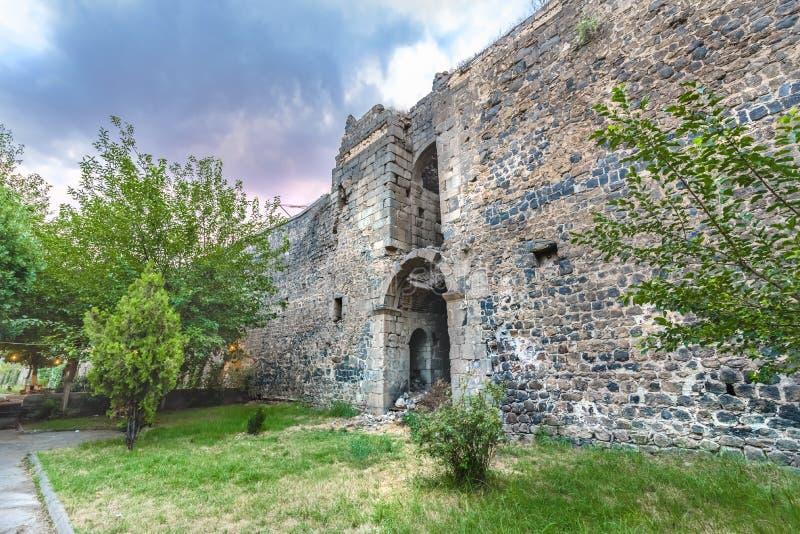 Άποψη του ιστορικού τοίχου στην περιοχή Sur, Diyarbakir, Τουρκία στοκ φωτογραφία με δικαίωμα ελεύθερης χρήσης