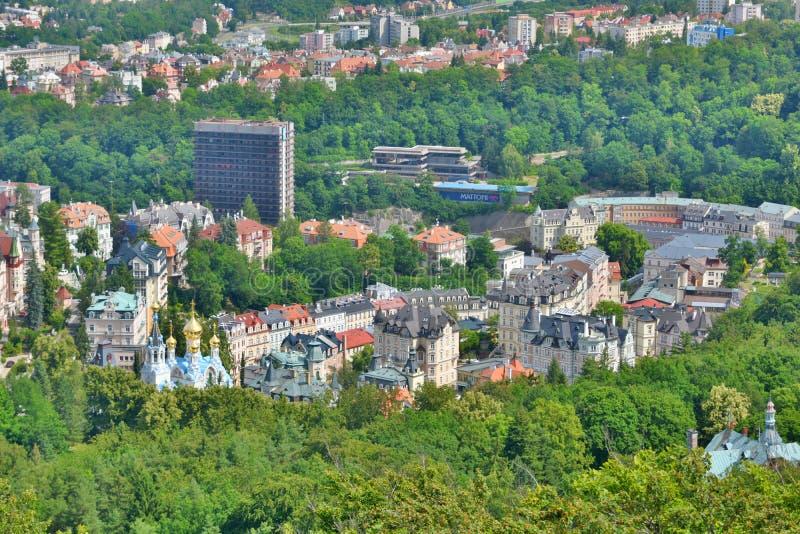 Άποψη του Κάρλοβυ Βάρυ από τον πύργο παρατήρησης της Diana karlovy ποικίλτε cesky τσεχική πόλης όψη δημοκρατιών krumlov μεσαιωνικ στοκ εικόνες