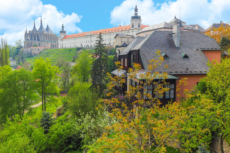Άποψη του καθεδρικού ναού του ST Barbara και του κολλεγίου Jesuit σε Kutna Hora, Δημοκρατία της Τσεχίας στοκ φωτογραφία με δικαίωμα ελεύθερης χρήσης
