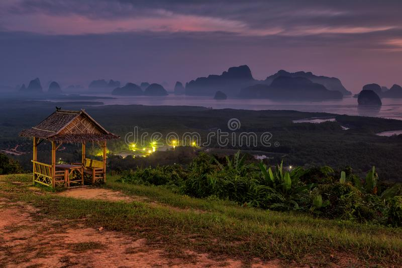 Άποψη του κόλπου Phang Nga από την άποψη Samet Nangshe στοκ εικόνες