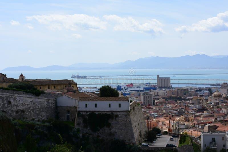 Άποψη του λιμένα από Quartiere Castello, Κάλιαρι, Σαρδηνία, Ιταλία στοκ φωτογραφίες με δικαίωμα ελεύθερης χρήσης