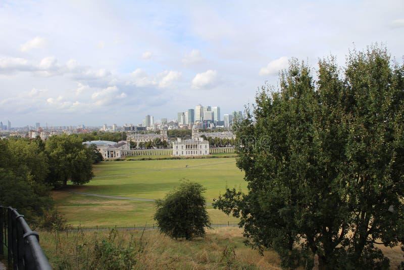 Άποψη του Λονδίνου από το πάρκο του Γκρήνουιτς στοκ εικόνες