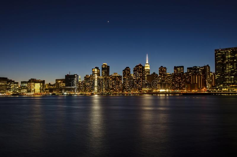 Άποψη του Μανχάταν από τη Νέα Υόρκη του Μπρούκλιν στοκ εικόνα