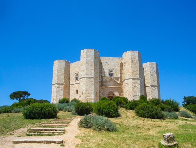 Άποψη του μεσαιωνικού φρουρίου Castel del Monte στοκ εικόνες