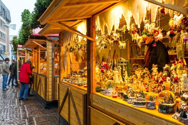 Άποψη του μετρητή με τα αναμνηστικά Χριστουγέννων στην αγορά Χριστουγέννων, πόλη του Άαχεν στοκ φωτογραφία με δικαίωμα ελεύθερης χρήσης