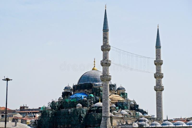 Άποψη του μουσουλμανικού τεμένους Yeni που υποβάλλεται στις επισκευές στη Ιστανμπούλ στοκ εικόνα με δικαίωμα ελεύθερης χρήσης