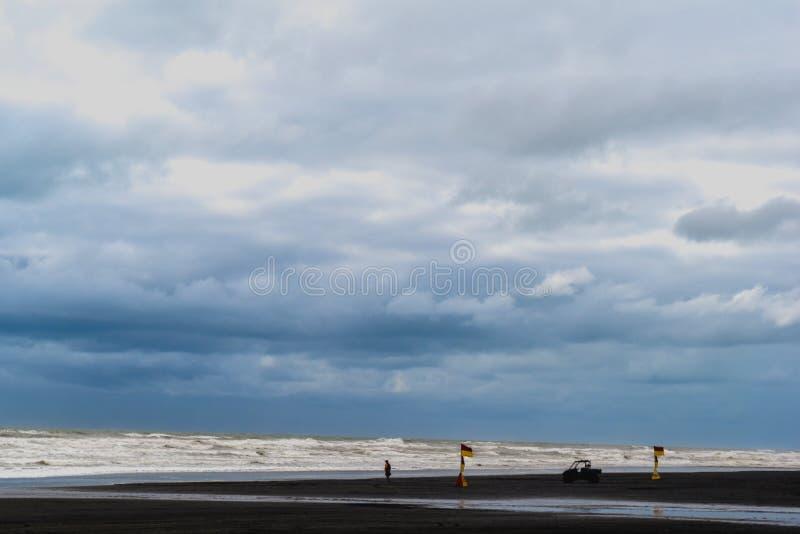 Άποψη του μπλε ουρανού και της θάλασσας στοκ φωτογραφίες