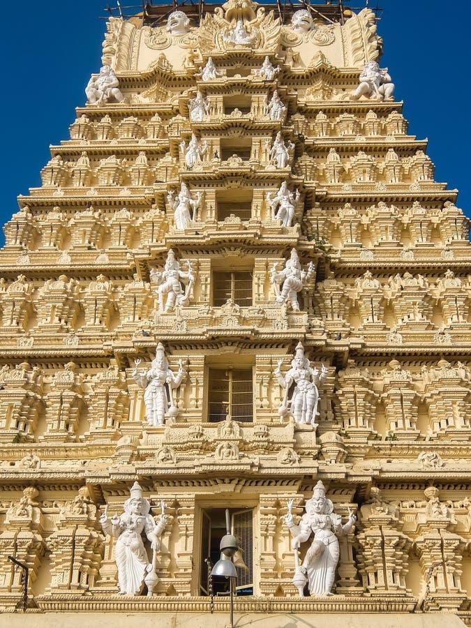 Άποψη του ναού Sri Chamundeshwari, που βρίσκεται στους λόφους Chamundi κοντά στο Mysore στοκ εικόνες