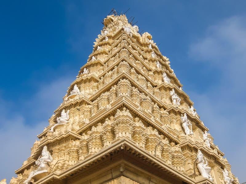 Άποψη του ναού Sri Chamundeshwari, που βρίσκεται στους λόφους Chamundi κοντά στο Mysore στοκ εικόνα με δικαίωμα ελεύθερης χρήσης