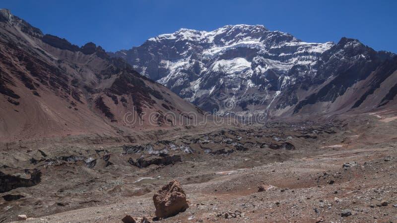 Άποψη του νότιου προσώπου του βουνού Aconcagua στο επαρχιακό πάρκο Aconcagua στην επαρχία Mendoza στοκ εικόνες
