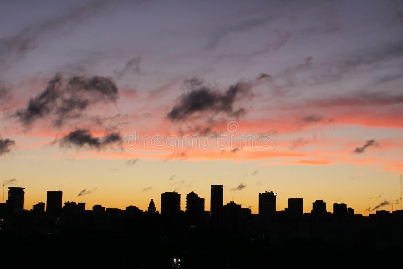 Άποψη του ορίζοντα του Μπουένος Άιρες στο ηλιοβασίλεμα, Αργεντινή στοκ εικόνα