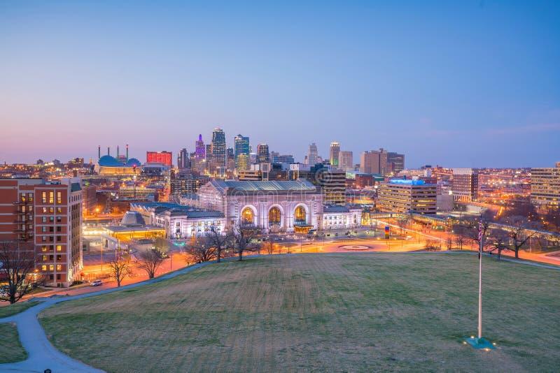Άποψη του ορίζοντα πόλεων του Κάνσας στο Μισσούρι στοκ εικόνα
