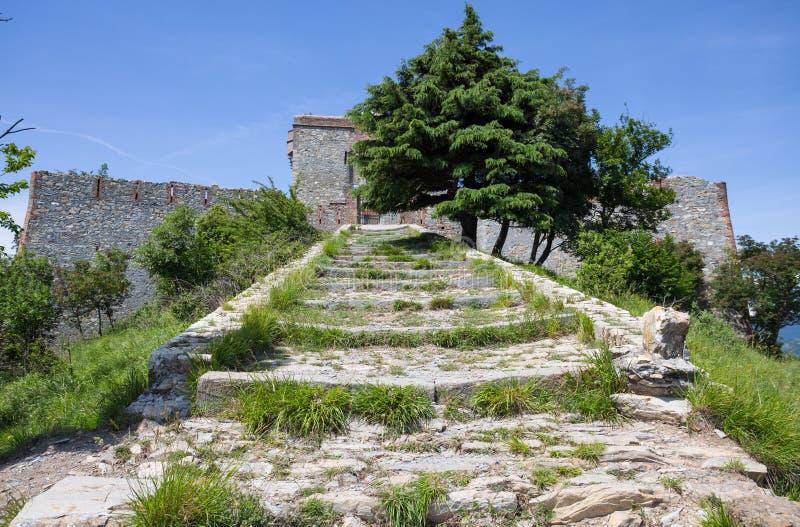 Άποψη του οχυρού Puin στην πόλη του ίχνους Parco delle Mura, Γένοβα Γένοβα, Ιταλία πάρκων της Γένοβας Mura στοκ εικόνα