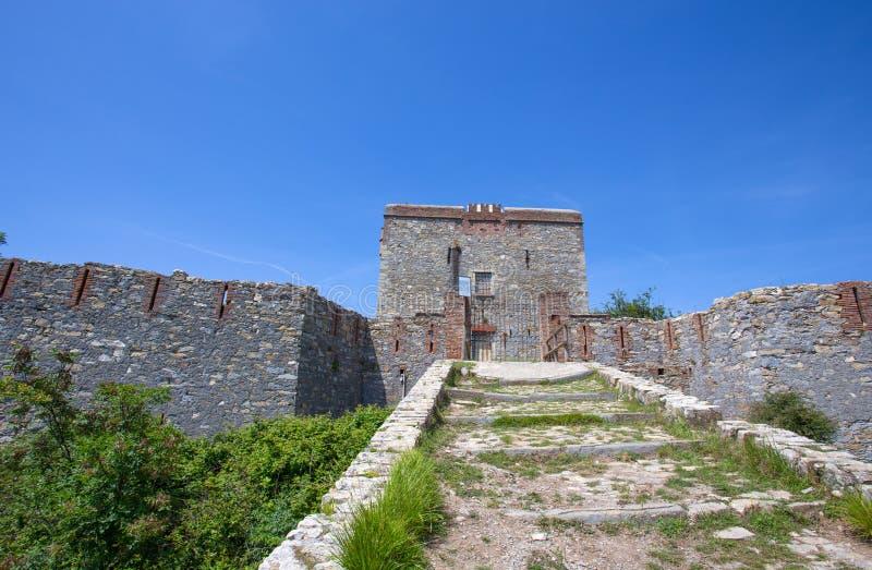 Άποψη του οχυρού Puin στην πόλη του ίχνους Parco delle Mura, Γένοβα Γένοβα, Ιταλία πάρκων της Γένοβας Mura στοκ εικόνες