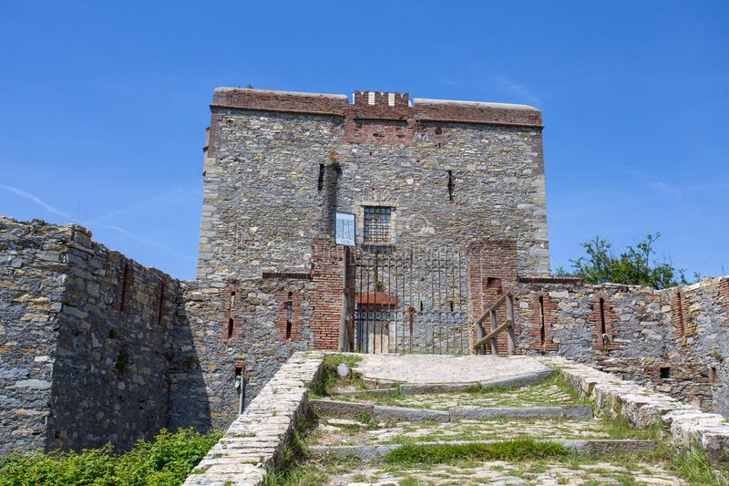 Άποψη του οχυρού Puin στην πόλη του ίχνους Parco delle Mura, Γένοβα Γένοβα, Ιταλία πάρκων της Γένοβας Mura στοκ φωτογραφία με δικαίωμα ελεύθερης χρήσης