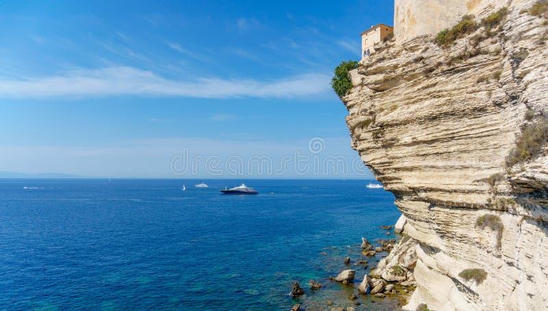 Άποψη του παλαιού νησιού Γαλλία της πόλης Κορσικής Bonifacio στοκ φωτογραφίες με δικαίωμα ελεύθερης χρήσης