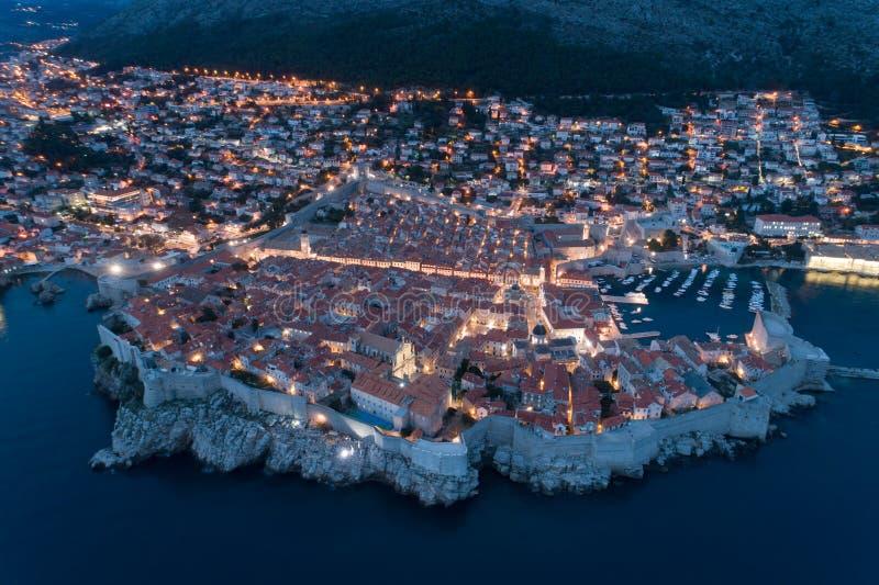 Άποψη του παλαιού Dubrovnik από τον αέρα στο σούρουπο στοκ εικόνα με δικαίωμα ελεύθερης χρήσης