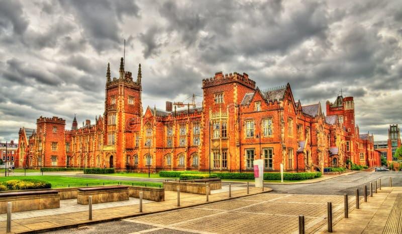Άποψη του πανεπιστημίου της βασίλισσας στο Μπέλφαστ στοκ φωτογραφία