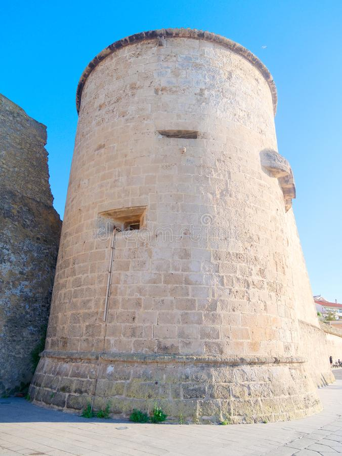 Άποψη του πύργου και του τεμαχίου των τοίχων πόλεων Alghero Σαρδηνία στοκ φωτογραφίες με δικαίωμα ελεύθερης χρήσης