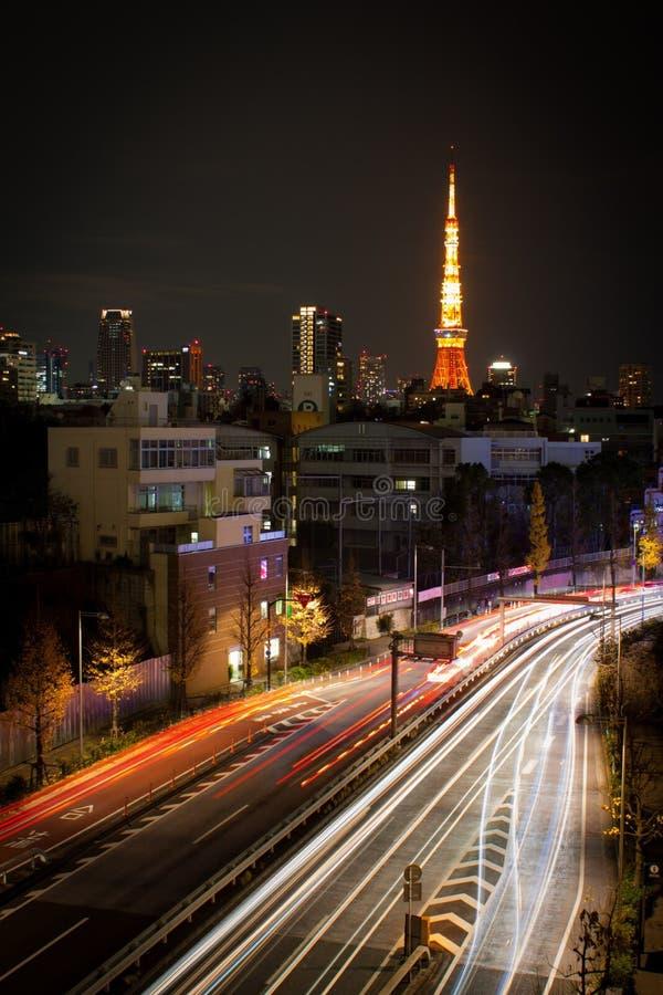Άποψη του πύργου του Τόκιο από τους λόφους roppongi στοκ εικόνες
