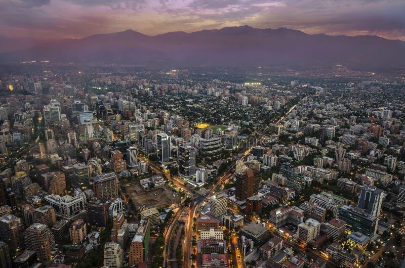 Άποψη του Σαντιάγο de Χιλή με τη σειρά βουνών Los Άνδεις στην πλάτη στοκ εικόνα με δικαίωμα ελεύθερης χρήσης