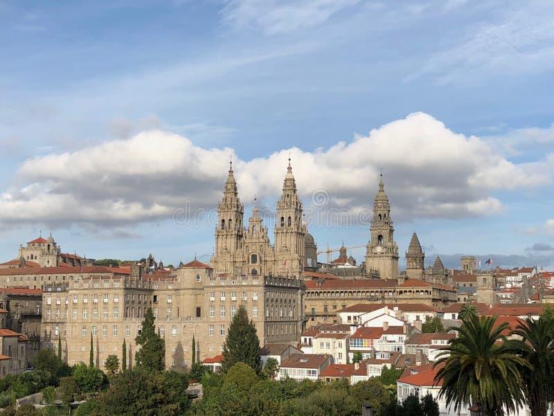 Άποψη του Σαντιάγο de Compostela Cathedral από Alameda το πάρκο στο Σαντιάγο de Compostela, Ισπανία στοκ εικόνες