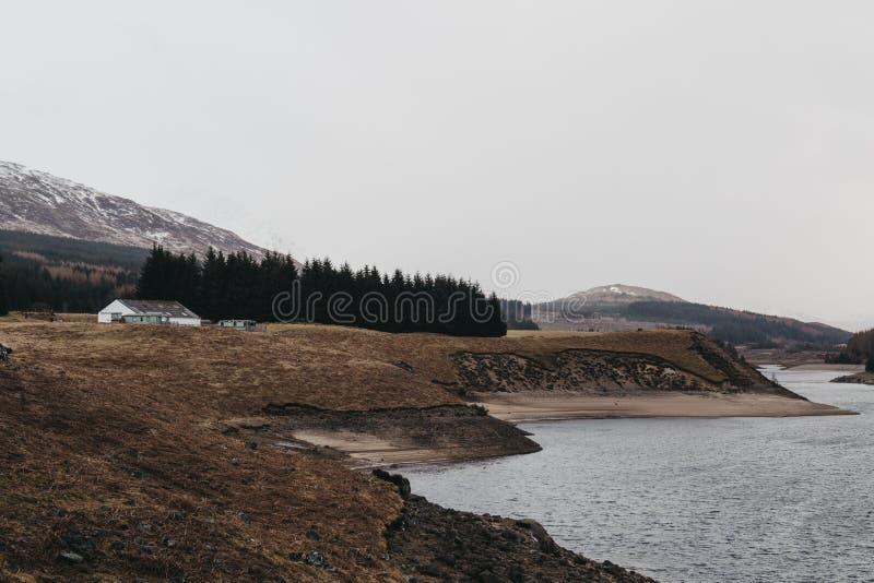 Άποψη του σκωτσέζικων Χάιλαντς και του ποταμού Spean κοντά στο οχυρό William, Σκωτία στοκ εικόνες