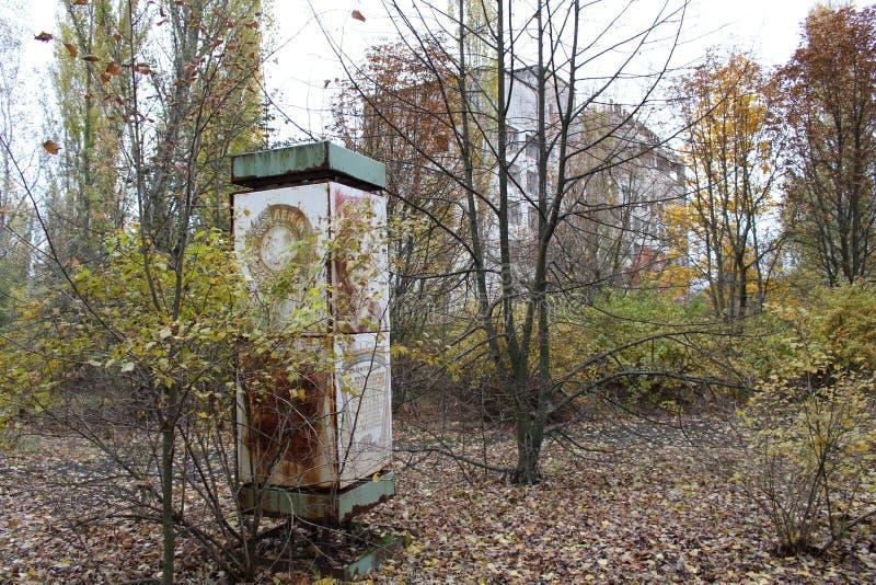 Άποψη του σοβιετικού κτηρίου στην πόλη Pripyat στη ζώνη αποκλεισμού του Τσέρνομπιλ στοκ εικόνες
