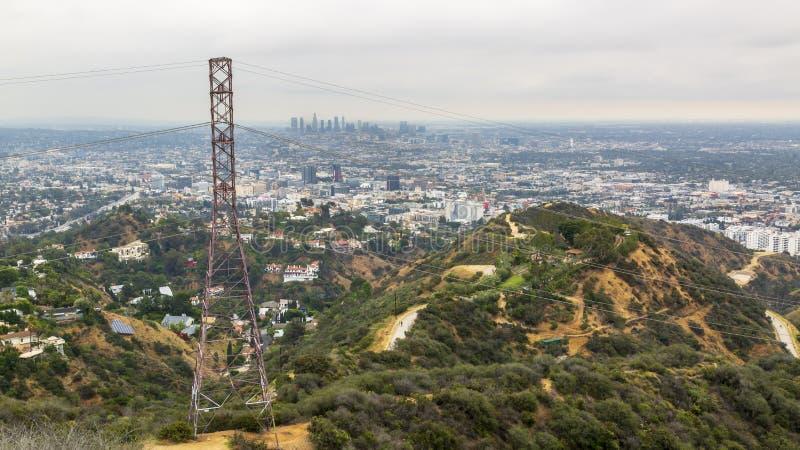 Άποψη του στο κέντρο της πόλης ορίζοντα από Griffith το πάρκο, Hollywood, Λος Άντζελες, Καλιφόρνια, Ηνωμένες Πολιτείες της Αμερικ στοκ φωτογραφία