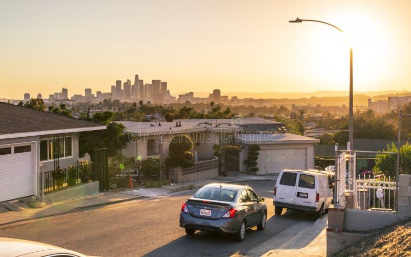 Άποψη του στο κέντρο της πόλης ορίζοντα στη χρυσή ώρα, Λος Άντζελες, Καλιφόρνια, Ηνωμένες Πολιτείες της Αμερικής, Βόρεια Αμερική στοκ εικόνες