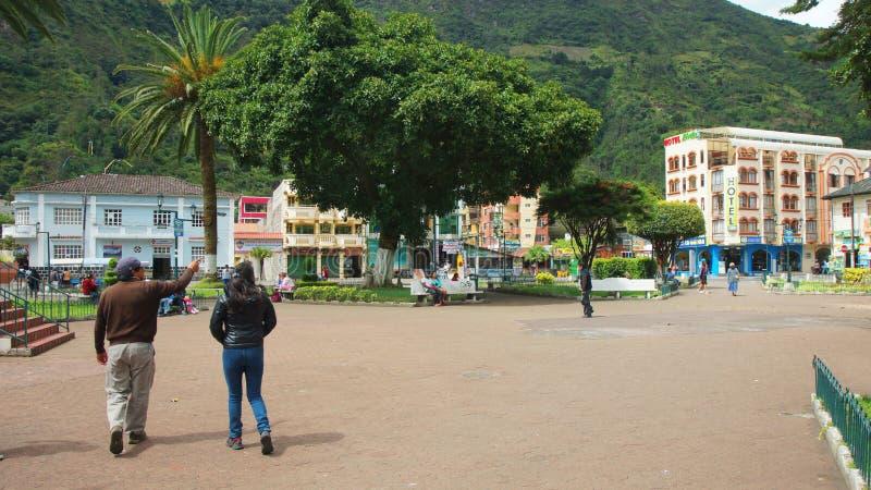 Άποψη του στο κέντρο της πόλης της πόλης Banos Το Banos βρίσκεται στους βόρειους λόφους του ηφαιστείου Tungurahua στοκ φωτογραφία με δικαίωμα ελεύθερης χρήσης