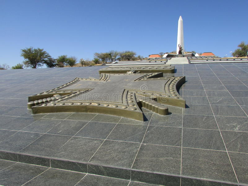 Άποψη του στρέμματος ηρώων ένα επίσημο πολεμικό μνημείο στη δημοκρατία της Ναμίμπια στοκ εικόνες με δικαίωμα ελεύθερης χρήσης