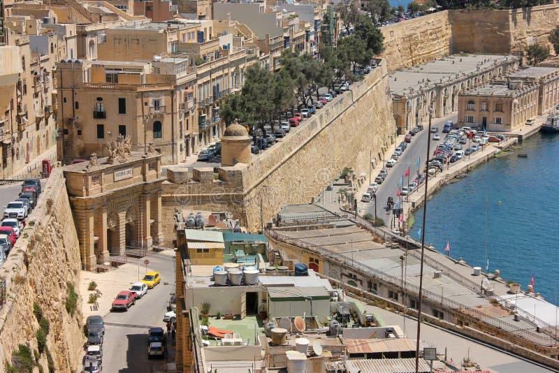 Άποψη του τοπίου πόλεων Valletta Μάλτα όπως ένα μωσαϊκό με τα μικροσκοπικά αυτοκίνητα και τα σπίτια ως λεπτομέρειες στοκ εικόνα