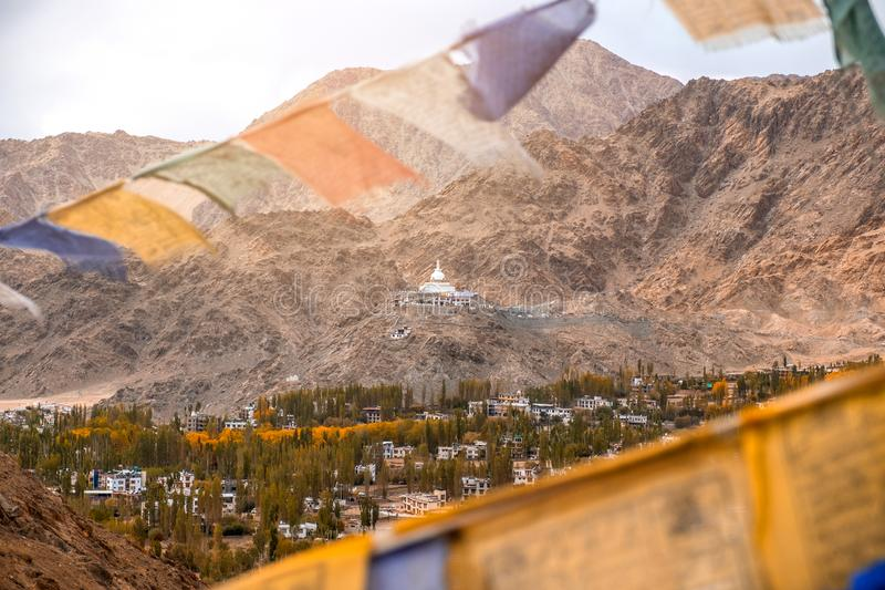 Άποψη του τοπίου Shanti Stupa σε Leh Ladakh, Ινδία στοκ εικόνα