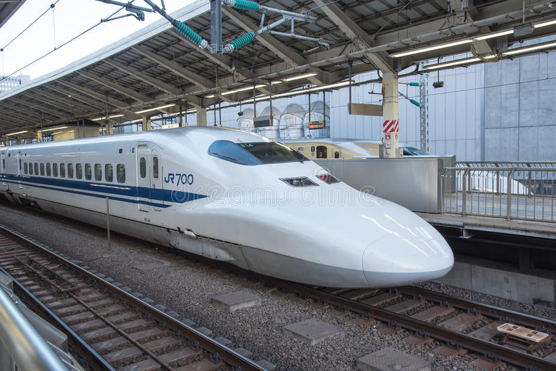 Άποψη του τραίνου σφαιρών Shinkansen στο σταθμό του Τόκιο, Ιαπωνία στοκ φωτογραφία με δικαίωμα ελεύθερης χρήσης