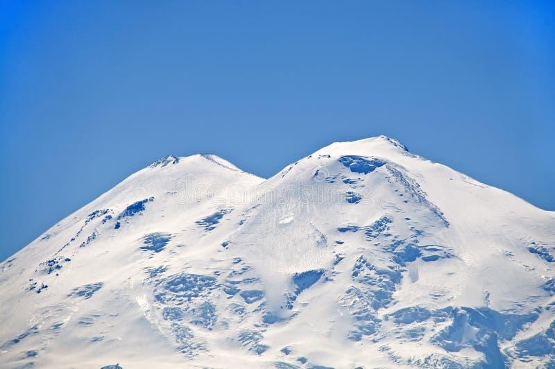 Άποψη του υποστηρίγματος Elbrus από τη σέλα Kislovodsk Maly Μακροχρόνια εστίαση στοκ εικόνα