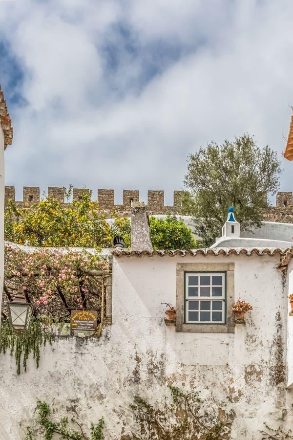 Άποψη του φρουρίου και του ρωμαϊκού κάστρου Luso «bidos Ã, με τα κτήρια πορτογαλικού ιδιωματικού στοκ εικόνες