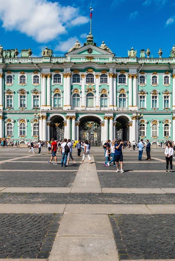 Άποψη του χειμερινού παλατιού στη Αγία Πετρούπολη στοκ εικόνες