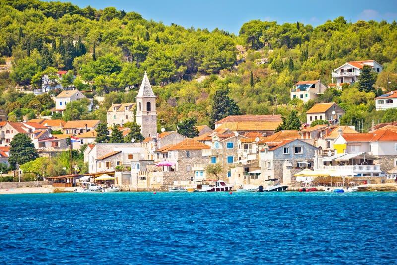 Άποψη του χωριού προκυμαιών νησιών Luka Prvic στοκ εικόνες