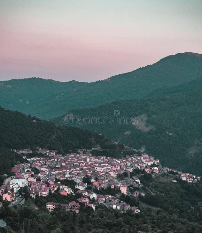 Άποψη του χωριού Villanova, εθνικό πάρκο Pollino Βασιλικάτα - Ιταλία στοκ εικόνες
