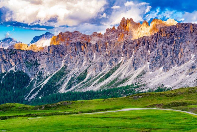 Άποψη του όμορφου βουνού δολομιτών στο πέρασμα Giau στοκ φωτογραφία